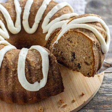 spice cake with pecans