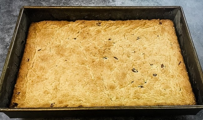 unfrosted baked cookie bar crust in baking pan