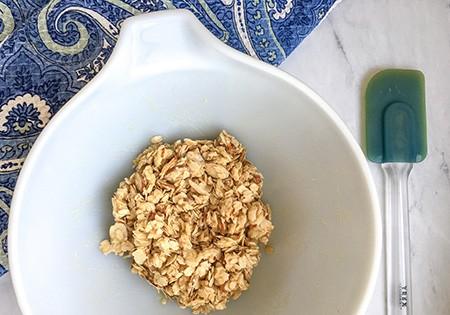 apple crisp topping in bowl