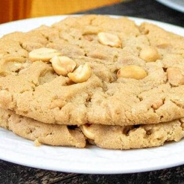 baked cookies on plate